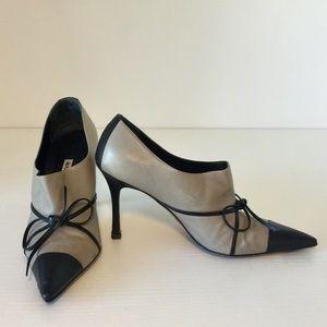 Manolo Blahnik two-toned bootie size 36.5